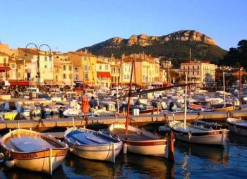 visit-the-village-of-cassis