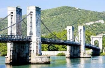 discover-the-bridge-of-robinet