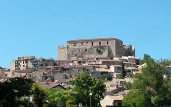 discover-the-ramparts-of-greoux-les-bains