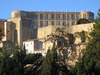 discover-the-castle-of-grignan