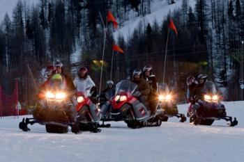 discover-the-region-on-a-snowmobile