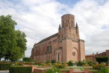 visit-the-cathedral-saint-alain-of-lavaur