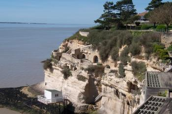 the-troglodytes-caves-of-the-meschers-sur-gironde