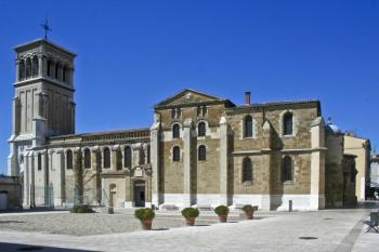 visit-crussol-castle-saint-apollinaire-s-cathedral