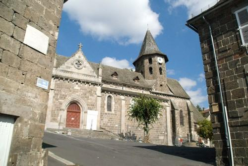 the-saint-pierre-church-in-vic-sur-cere